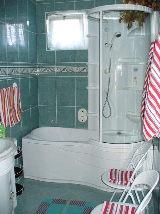 three bed-room apartmant (with bathroom, and shower in the Németh Guesthouse