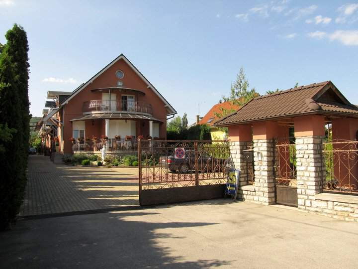 Guesthouse Németh in Balatonfüred with safety parking
